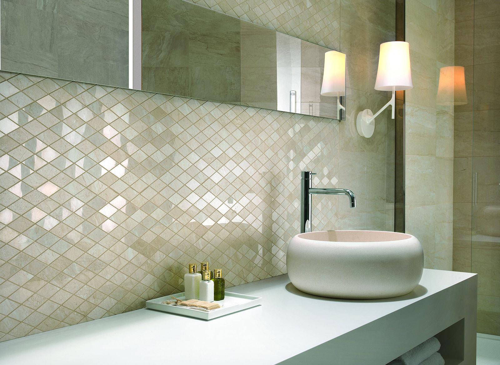 bagno con pavimento effetto legno chiaro: essenziale il ... - Bagno Con Gres Effetto Legno